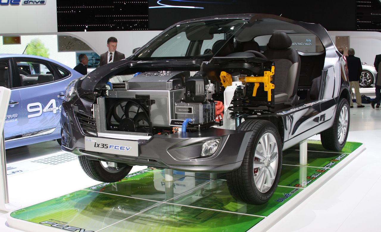 Hyundai Tucson ix35 Hydrogen Fuel-Cell Electric Vehicle