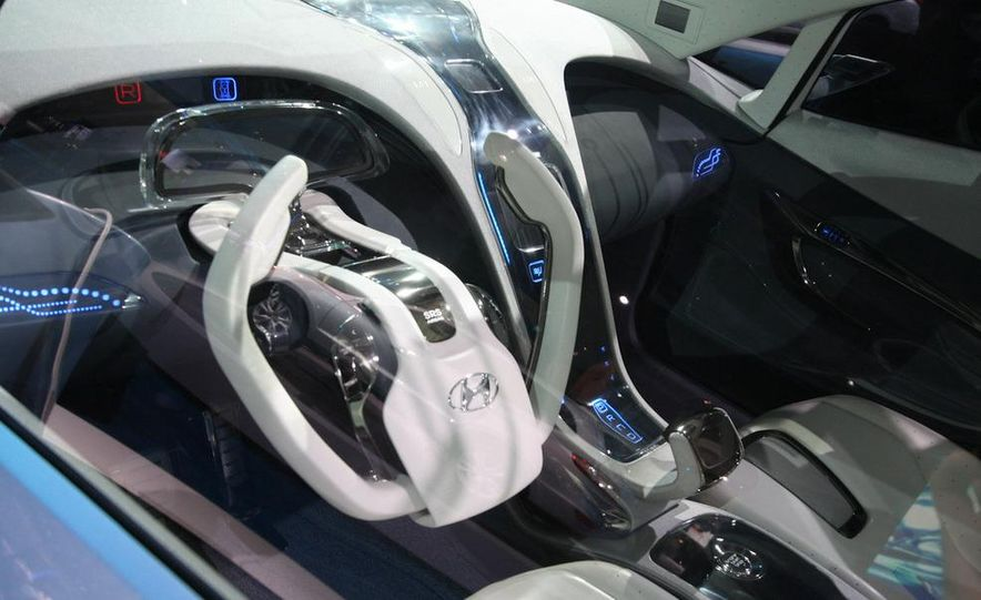 Hyundai Blue-Will concept - Slide 17