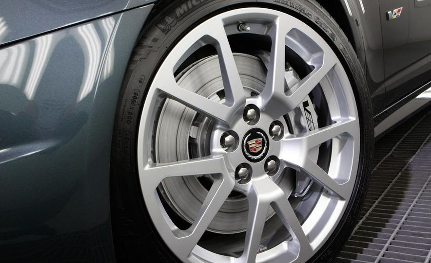2011 Cadillac CTS-V coupe - Slide 14