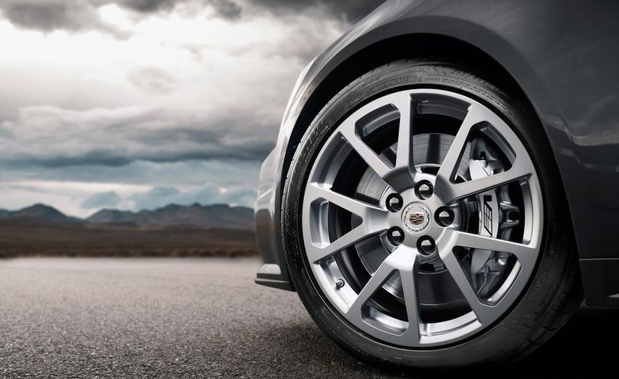 2011 Cadillac CTS-V coupe - Slide 15