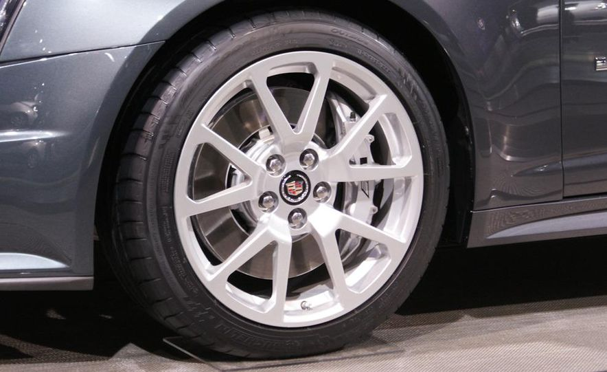 2011 Cadillac CTS-V coupe - Slide 9