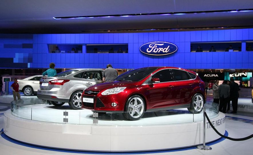 2010 Ford Focus five-door hatchback and 2012 Ford Focus sedan - Slide 5