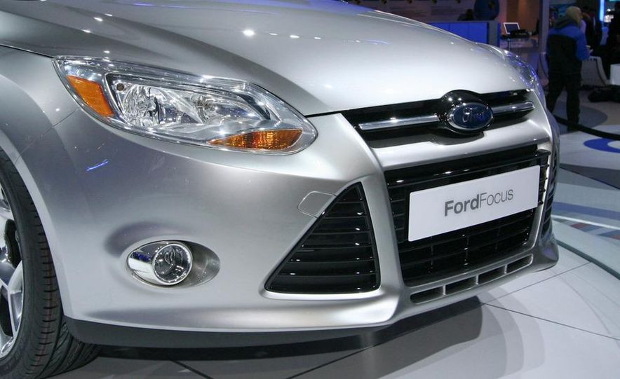 2010 Ford Focus five-door hatchback and 2012 Ford Focus sedan - Slide 10