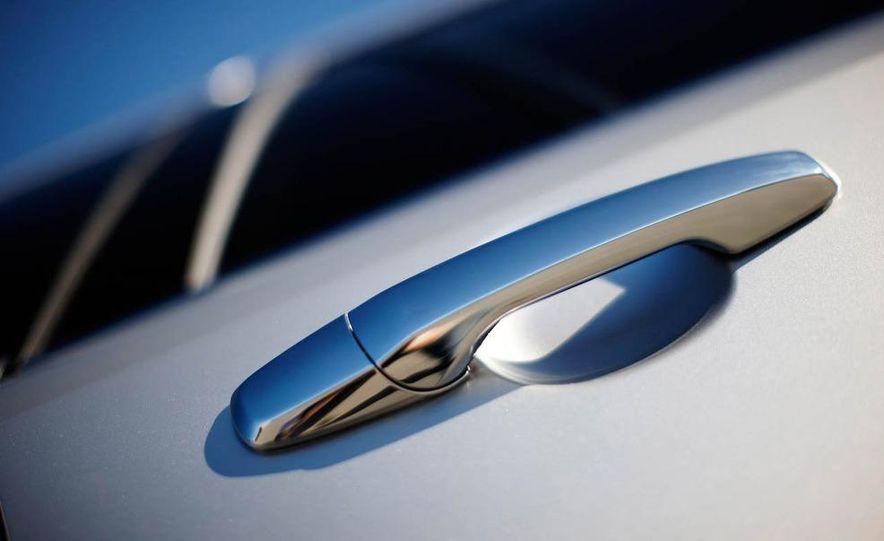2011 Lincoln MKX - Slide 26