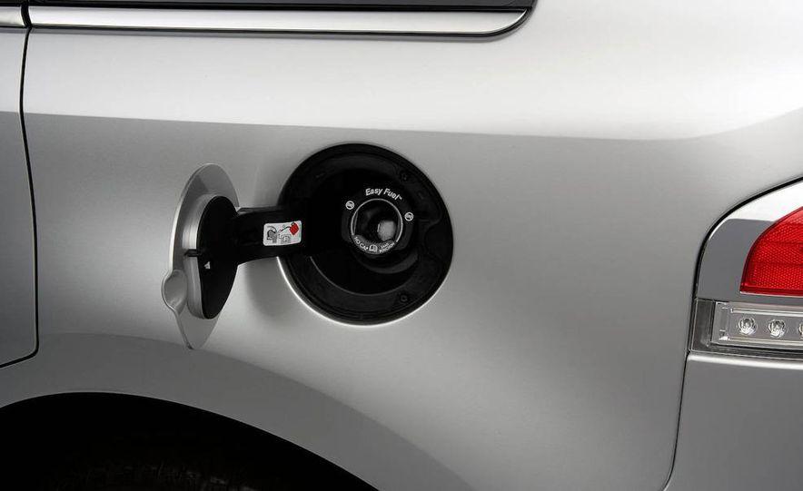 2011 Lincoln MKX - Slide 36