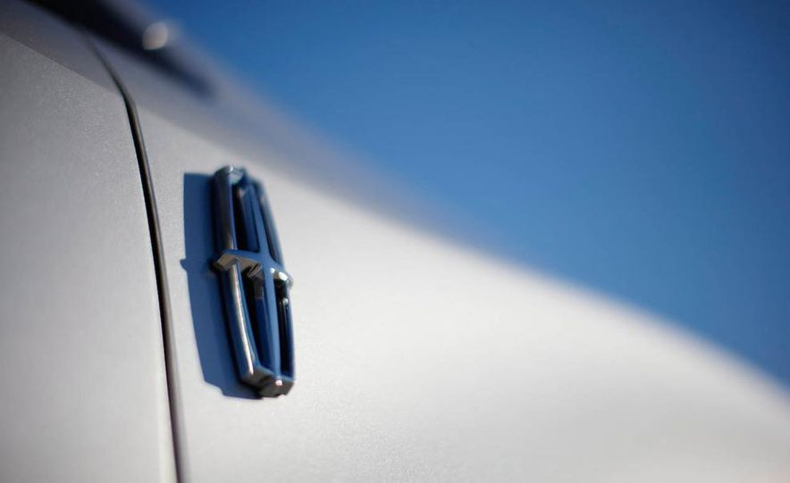 2011 Lincoln MKX - Slide 24