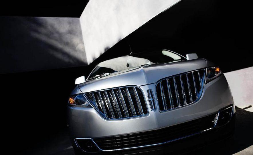 2011 Lincoln MKX - Slide 28