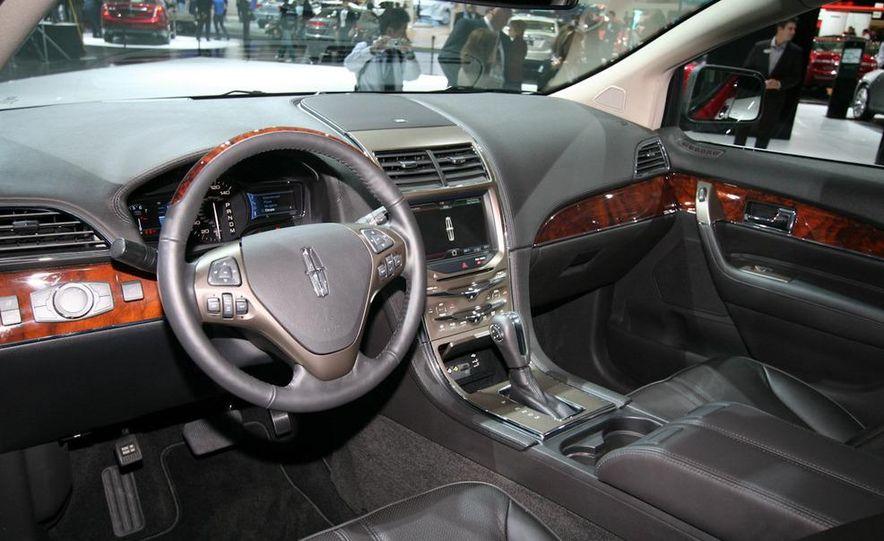 2011 Lincoln MKX - Slide 6