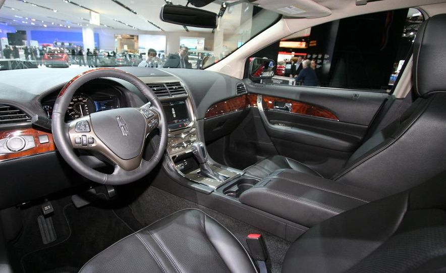 2011 Lincoln MKX - Slide 7