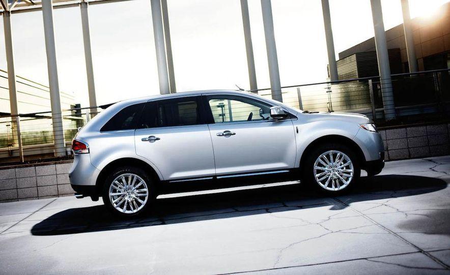 2011 Lincoln MKX - Slide 16