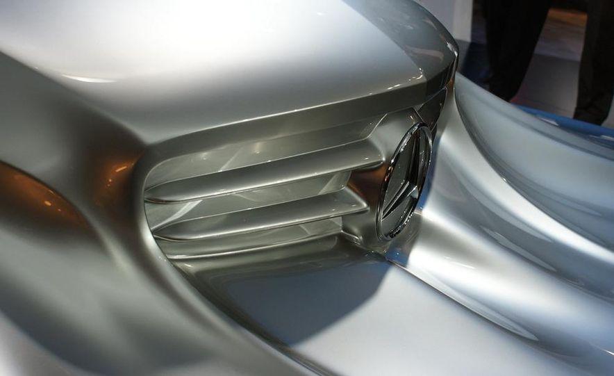 2011 Mercedes-Benz CLS Concept Sculpture - Slide 4