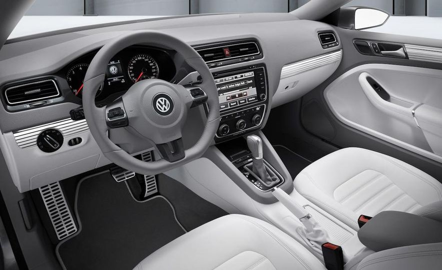 Volkswagen New Compact Coupe Concept - Slide 16
