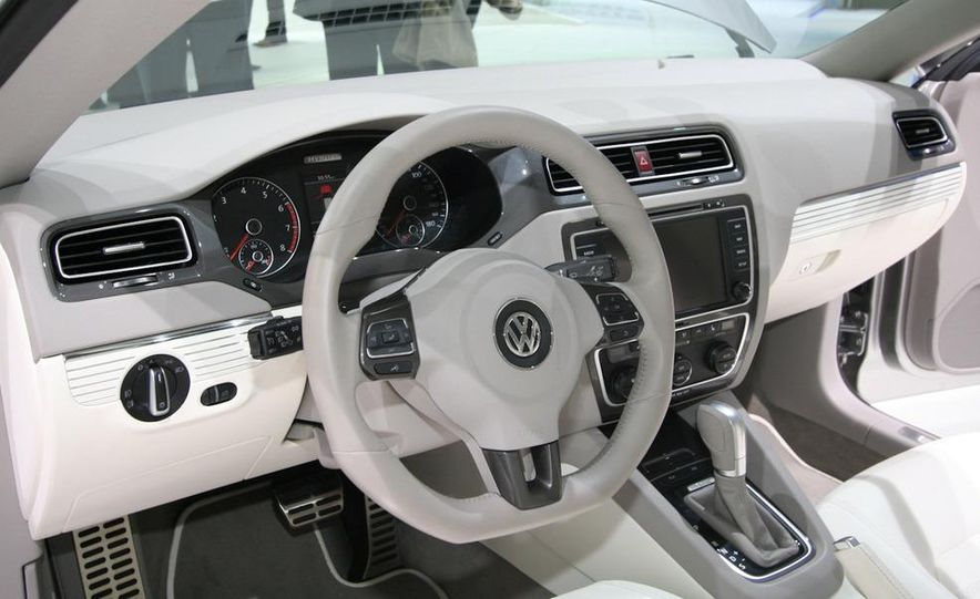 Volkswagen New Compact Coupe Concept - Slide 10