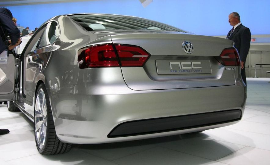 Volkswagen New Compact Coupe Concept - Slide 4