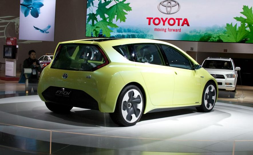 Toyota FT-CH hybrid concept - Slide 1