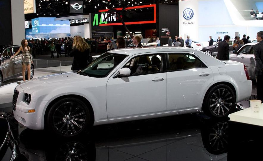 2010 Chrysler 300 S8 - Slide 1