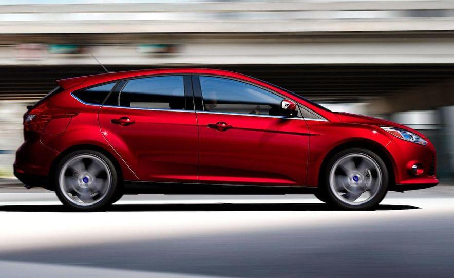 2012 Ford Focus 5-door hatchback - Slide 6
