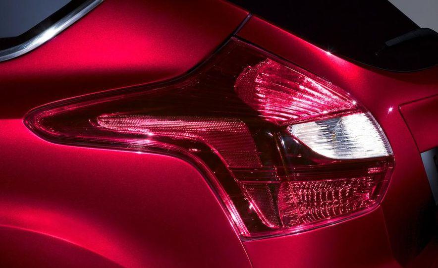2012 Ford Focus 5-door hatchback - Slide 11