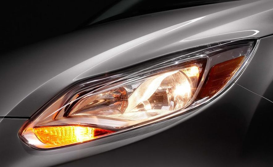 2012 Ford Focus 5-door hatchback - Slide 23