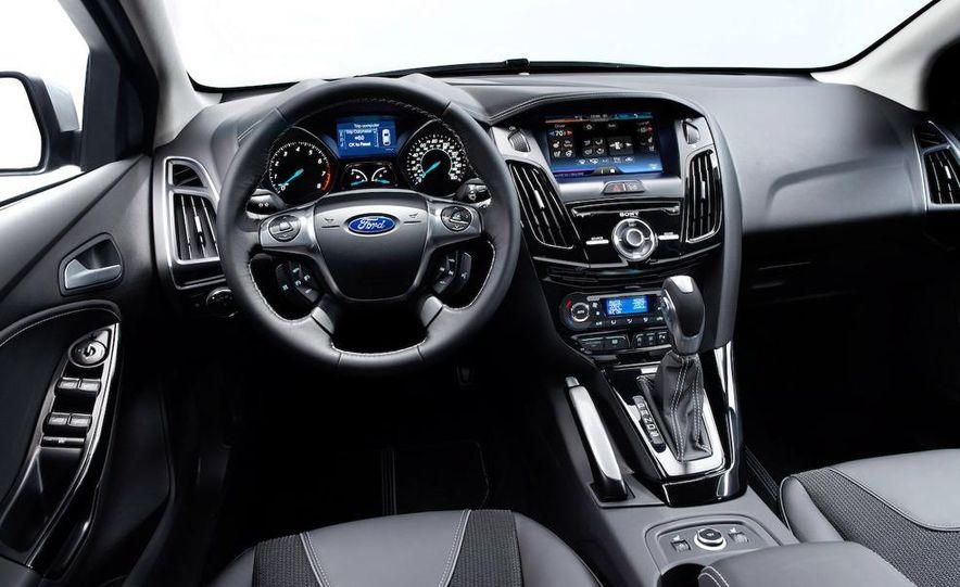 2012 Ford Focus 5-door hatchback - Slide 19