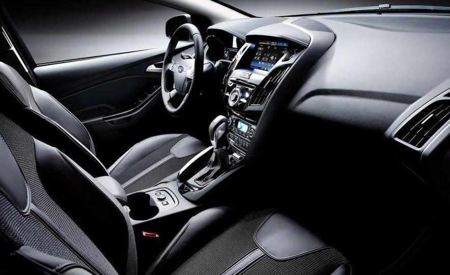2012 Ford Focus 5-door hatchback - Slide 20