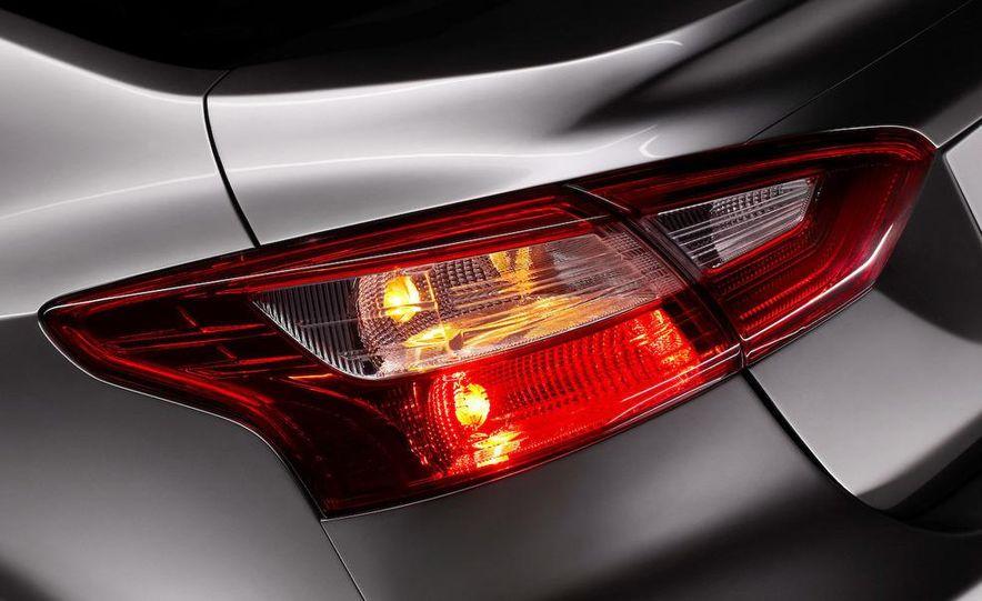 2012 Ford Focus 5-door hatchback - Slide 24