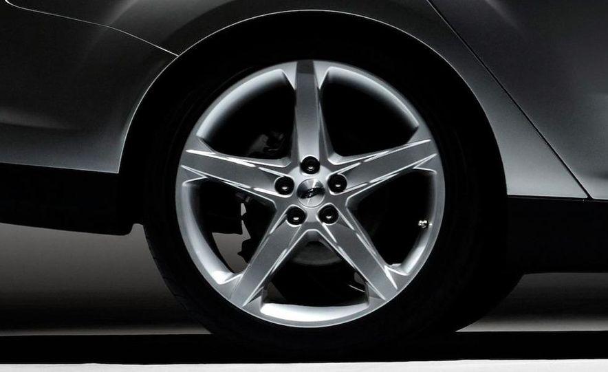 2012 Ford Focus 5-door hatchback - Slide 21
