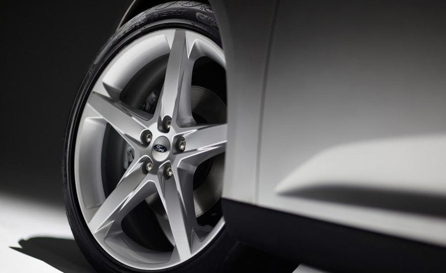2012 Ford Focus 5-door hatchback - Slide 22