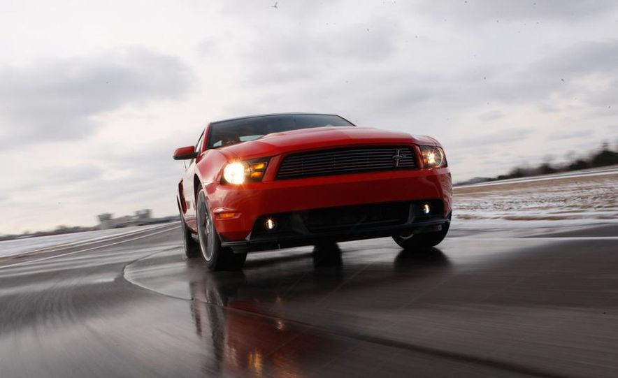 2011 Ford Mustang GT/CS coupe - Slide 1