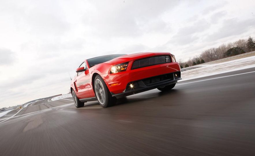 2011 Ford Mustang GT/CS coupe - Slide 2