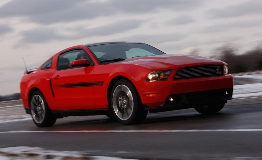 2011 Ford Mustang GT/CS coupe - Slide 4