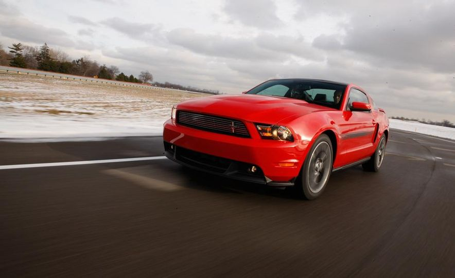 2011 Ford Mustang GT/CS coupe - Slide 6