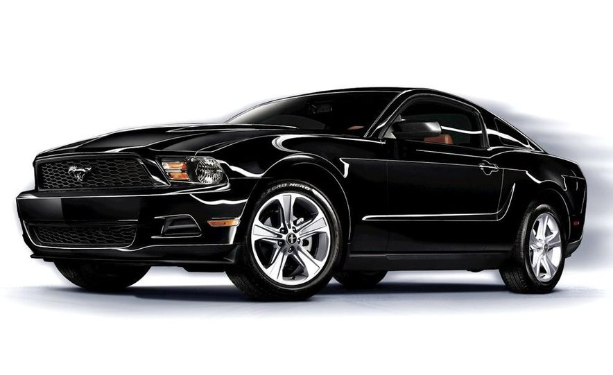 2011 Ford Mustang GT/CS coupe - Slide 32