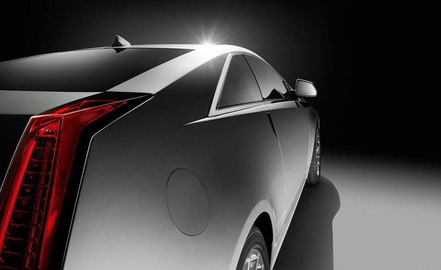 2011 Cadillac CTS-V coupe - Slide 16