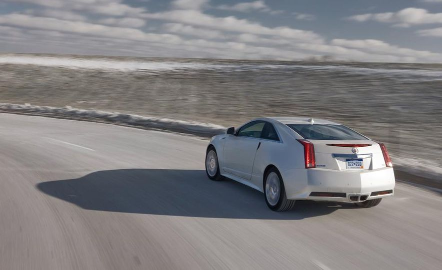 2011 Cadillac CTS-V coupe - Slide 11