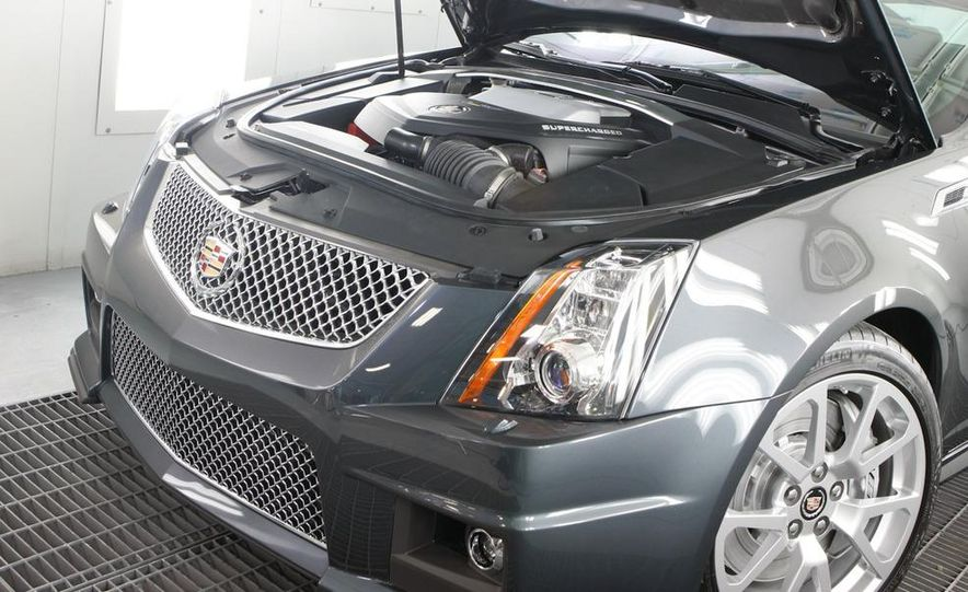 2011 Cadillac CTS-V coupe - Slide 20
