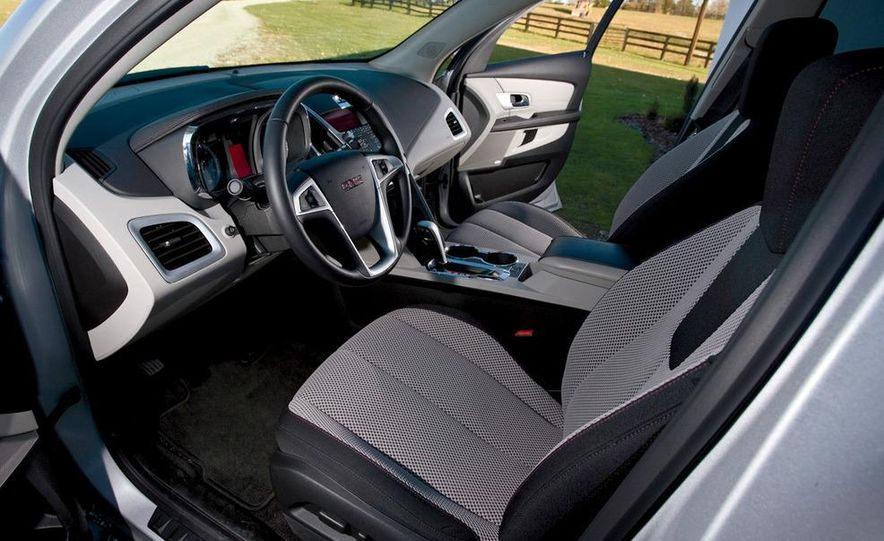 2010 GMC Terrain SLE interior - Slide 1