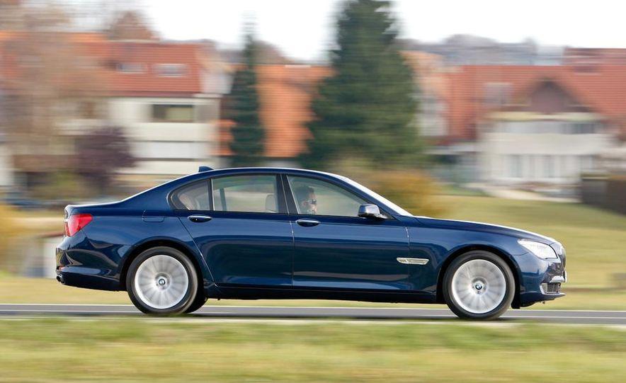2009 BMW 750i (European spec) - Slide 5