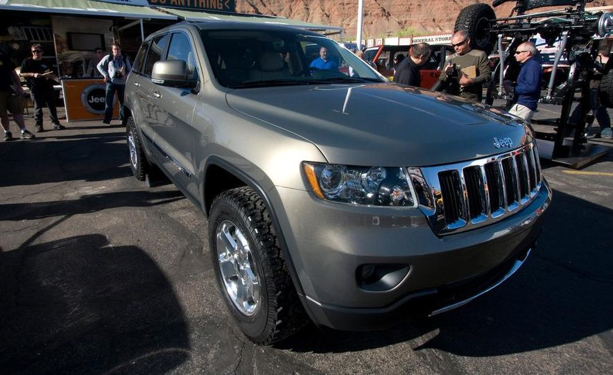 2011 Jeep Grand Cherokee Limited - Slide 2