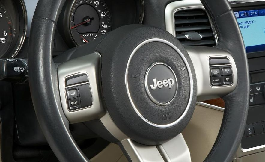 2011 Jeep Grand Cherokee Limited - Slide 16