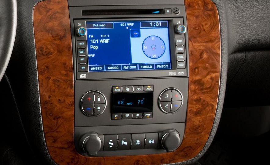 2011 Chevrolet Silverado Heavy Duty - Slide 22