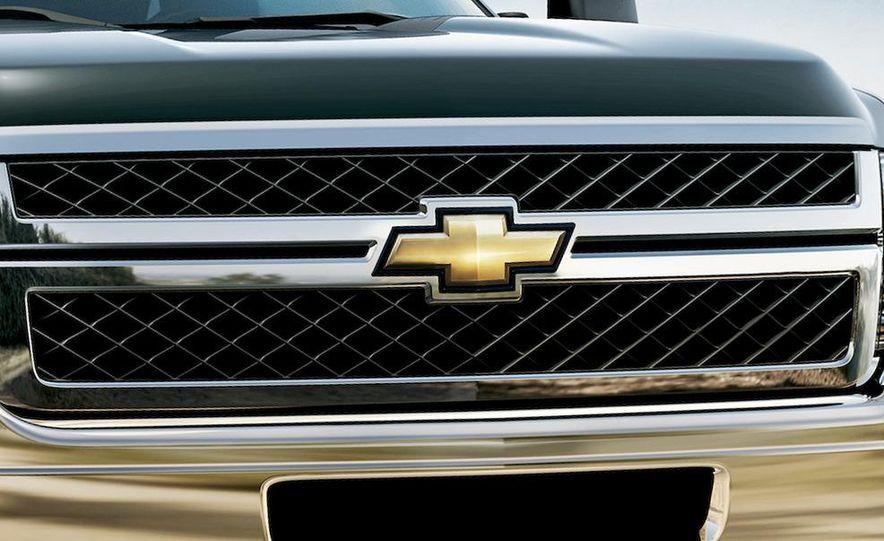 2011 Chevrolet Silverado Heavy Duty - Slide 18