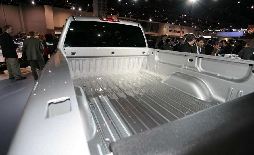 2011 Chevrolet Silverado Heavy Duty - Slide 11