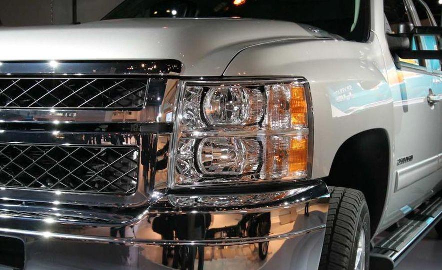 2011 Chevrolet Silverado Heavy Duty - Slide 2