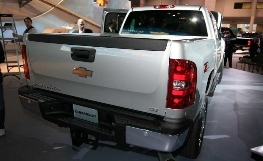 2011 Chevrolet Silverado Heavy Duty - Slide 10