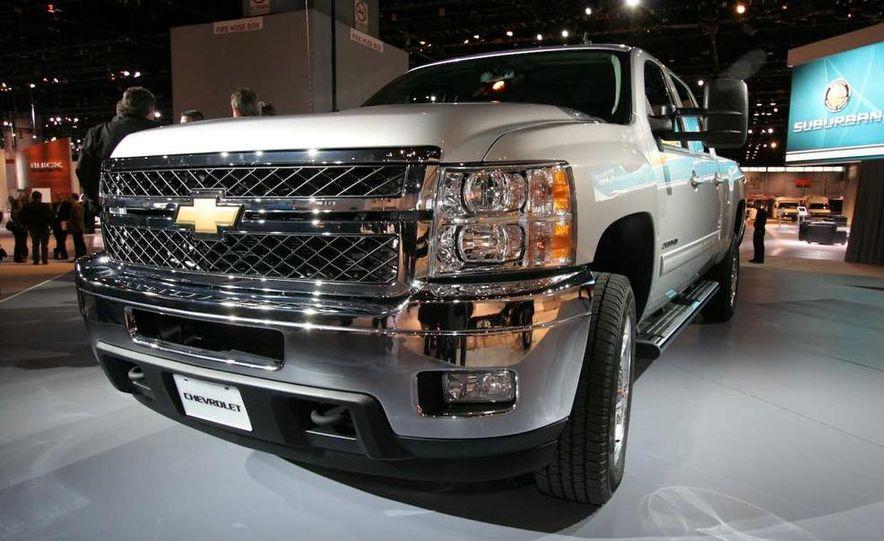 2011 Chevrolet Silverado Heavy Duty - Slide 3