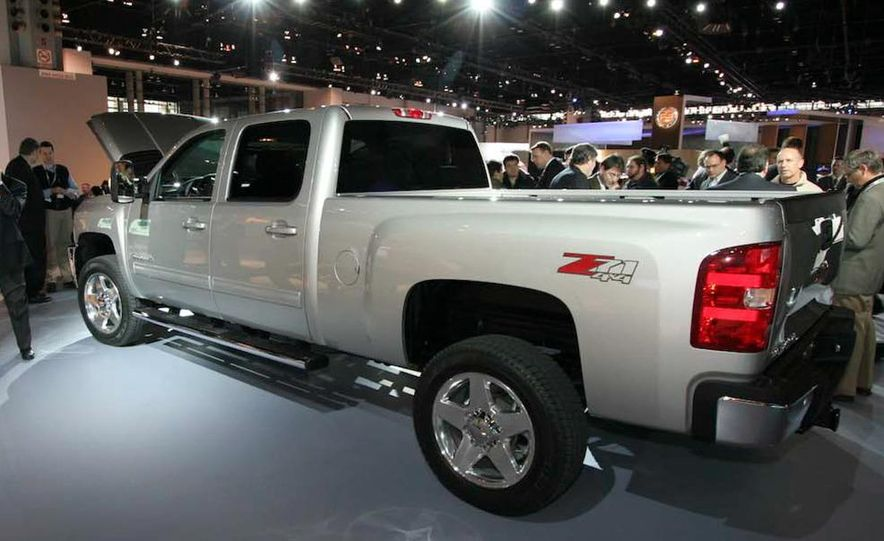 2011 Chevrolet Silverado Heavy Duty - Slide 6