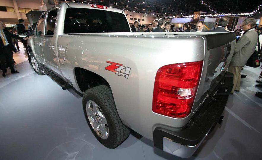 2011 Chevrolet Silverado Heavy Duty - Slide 7