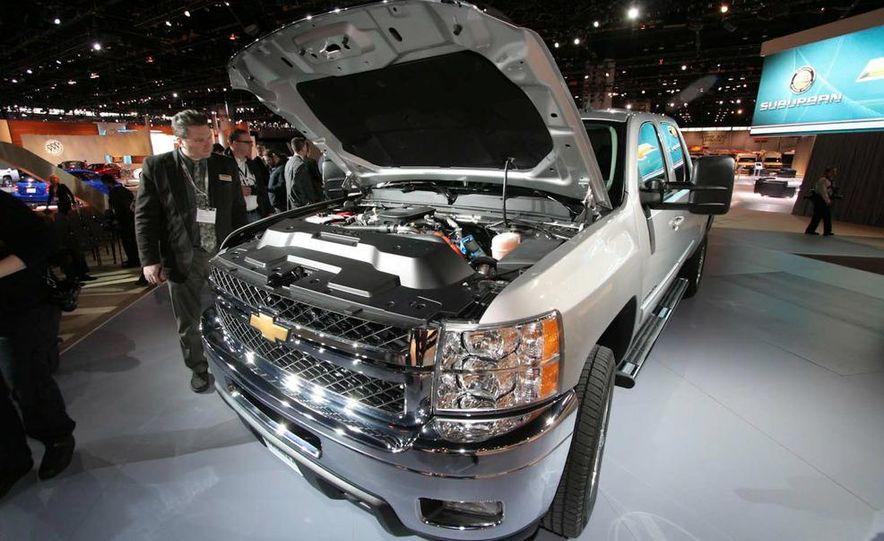 2011 Chevrolet Silverado Heavy Duty - Slide 12