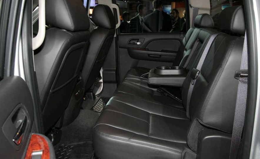 2011 Chevrolet Silverado Heavy Duty - Slide 14